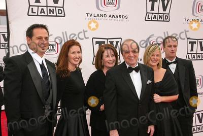 Bob Newhart Photo - Bob Newhart and family at the 2005 TV Land Awards Arrivals, Barker Hanger, Santa Monica, CA 03-13-05