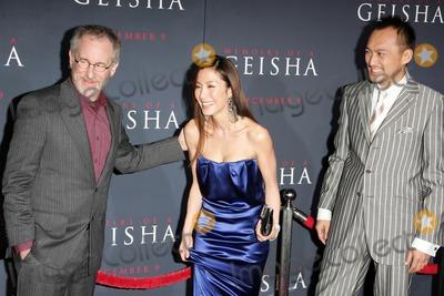 "Ken Watanabe, Michelle Yeoh, Steven Spielberg Photo - Steven Spielberg with Michelle Yeoh and Ken Watanabeat the premiere of ""Memoirs Of A Geisha"". Kodak Theatre, Hollywood, CA. 12-04-05"