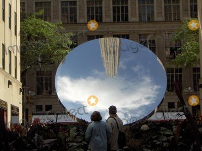 Anish Kapoor Photo - Anish Kapoor Sky Mirror at the Channel Gardens in Rockefeller Center, New York 10-27-06