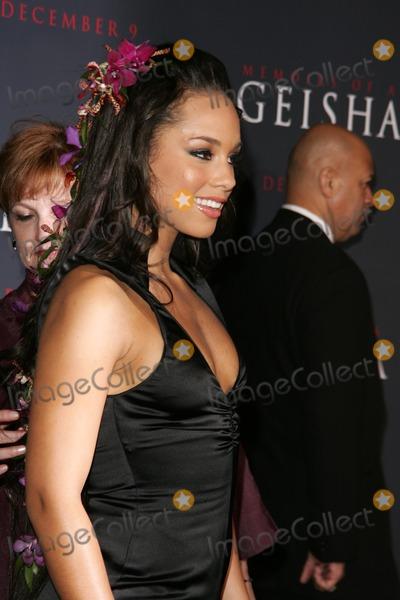 "Alicia Keys Photo - Alicia Keysat the premiere of ""Memoirs Of A Geisha"". Kodak Theatre, Hollywood, CA. 12-04-05"