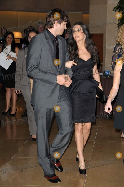 "Ashton Kutcher, Demi Moore Photo - Ashton Kutcher and Demi Moore at the 18th Annual ""A Night at Sardi's"" benefitting the Alzheimer's Association, Beverly Hilton, Beverly Hills, CA. 03-18-10"