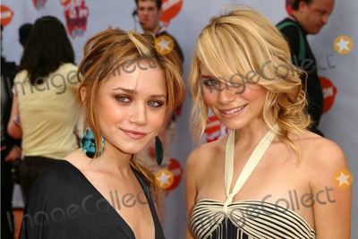 Mary - Kate Olsen, Mary-Kate Olsen, Teairra Marí Photo - Ashley and Mary Kate Olsen at Nickelodeon's 2004 Kid's Choice Awards in the Pauley Pavilion at UCLA, Westwood, CA. 04-03-04
