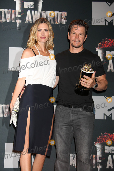photos and pictures mark wahlberg rhea durham at the