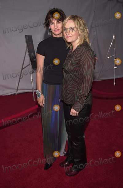 """Julie Cypher, Melissa Ethridge Photo -  Julie Cypher and Melissa Ethridge at the premiere of Showtime's """"DIRTY PICTURES"""" in Santa Monica, 05-23-00"""