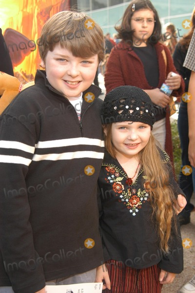 """Abigail Breslin Photo - Spencer and Abigail Breslin at """"The Wild Thornberrys Movie"""" Premiere benefiting the World Wildlife Fund, Cinerama Dome, Hollywood, CA 12-08-02"""