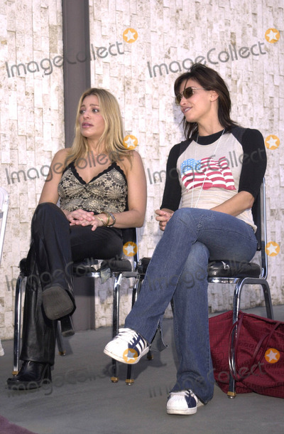 "Taylor Dane, Gina Gershon, 911, Tragedie Photo -  TAYLOR DANE and GINA GERSHON at the celebrity recording of ""We Are Family"" to benefit the victims of New York's 9-11 tragedy, 09-23-01"