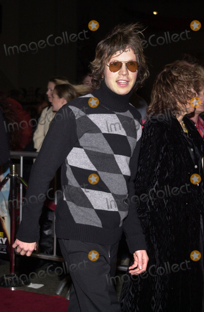 """Beck Photo - Beck at the premiere of Paramount's """"Vanilla Sky"""" at the Chinese Theater, Hollywood, 12-10-01"""