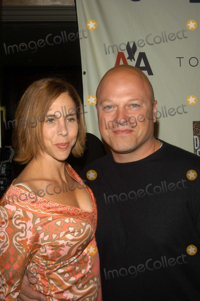 Michael Chiklis Photo - Michael Chiklis and wife Michelle at the 10th Annual Race To Erase MS, Century Plaza Hotel, Century City, CA 05-09-03