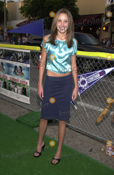 """Amanda Bynes Photo -  AMANDA BYNES at the premiere of Warner Brother's """"Summer Catch"""" at Mann's Village Theater, Westwood, 08-22-01"""