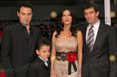 Rufus Sewell, Adrian Alonso, Antonio Banderas, Catherine Zeta-Jones Photo - Rufus Sewell and Catherine Zeta-Jones with Antonio Banderas and Adrian Alonso