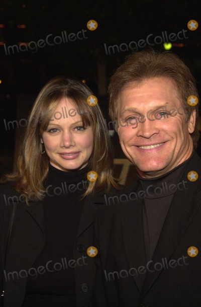"""Andrew Stevens, Robyn Photo - Andrew Stevens and wife Robyn at the premiere of Screen Gems' """"Half Past Dead"""" at Loews Century Plaza Cinema, Century City, CA 11-07-02"""