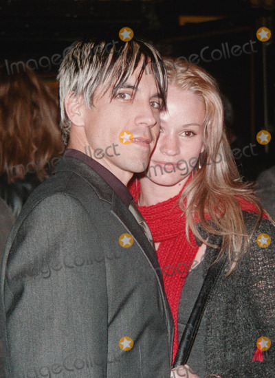 """ANTHONY KEIDIS Photo -  Anthony Keidis and date at the premiere of Paramount's """"Down To Earth"""" at the Chinese Theater, Hollywood, 02-12-01"""