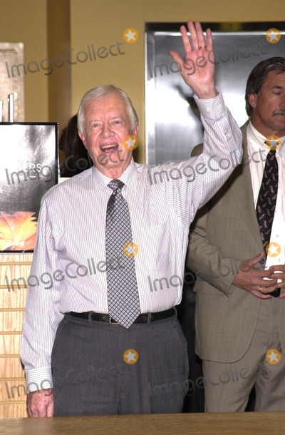 """Jimmy Carter Photo - JIMMY CARTER signs copies of his new book """"An Hour Before Daylight"""" at Borders bookstore, Westwood, 01-29-01"""