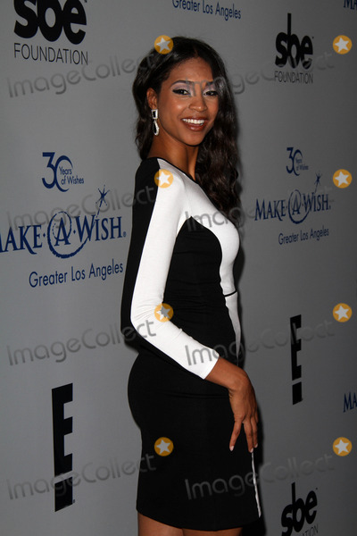 Aeriel Miranda Photo - Aeriel Miranda