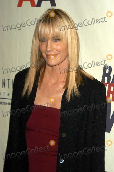 Daryl Hannah Photo - Daryl Hannah at the 10th Annual Race To Erase MS, Century Plaza Hotel, Century City, CA 05-09-03