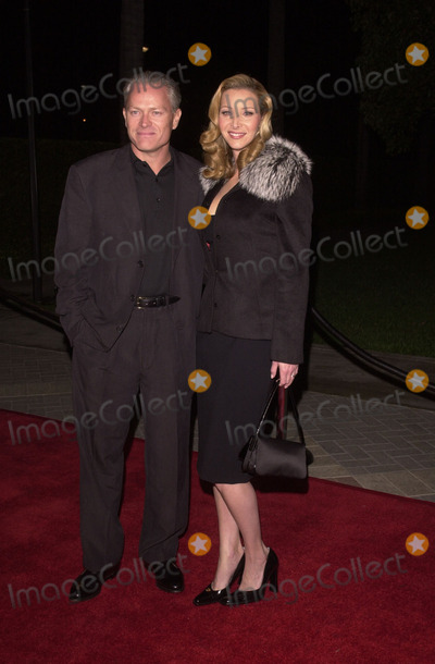 "Lisa Kudrow Photo - Lisa Kudrow and Husband at the premiere of Paramount Pictures ""Lucky Numbers"" in Hollywood, 10-24-00"