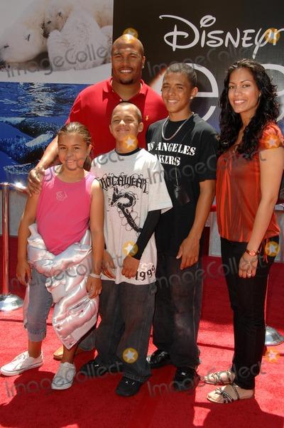 Antonio Pierce Photo - Antonio Pierce and familyat the World Premiere of 'Earth'. El Capitan Theatre, Hollywood, CA. 04-18-09