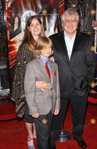 """Andrzej Bartkowiak Photo - Andrzej Bartkowiak and family at the premiere of """"Doom"""", Universal City Cinemas, Universal City, CA 10-17-05"""