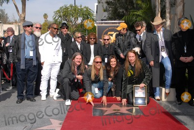 Alex Orbison, Barbara Orbison, Chris Isaak, Dan Aykroyd, Eric Idle, Jeff Lynne, Joe Walsh, Phil Everly, Roy Orbison, Chris Isaaks, Joe Corré Photo - Eric Idle, Jeff Lynne, Joe Walsh, Dan Aykroyd, Barbara Orbison, Wesley Orbison, Alex Orbison, Roy Orbison Jr., Chris Isaak, Phil Everly