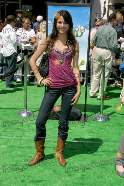 Victoria Justice Photo - Victoria Justice