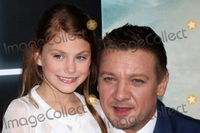 "Jeremy Renner, Abigail Pniowsky Photo - LOS ANGELES - NOV 6:  Abigail Pniowsky, Jeremy Renner at the ""Arrival"" Premiere at Village Theater on November 6, 2016 in Westwood, CA"