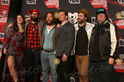 Simon Ward, The Strumbellas Photo - LOS ANGELES - MAR 5:  The Strumbellas, Isabel Ritchie, Simon Ward, Darryl James, Jon Hembrey, Dave Ritter, Jeremy Drury at the 2017 iHeart Music Awards at Forum on March 5, 2017 in Los Angeles, CA