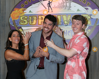 """Edge Photo - LOS ANGELES - MAY 15:  Julie Rosenberg, Chris Underwood, Gavin Whitson at the """"Survivor: Edge of Extinction"""" Finale at the CBS Radford on May 15, 2019 in Studio City, CA"""