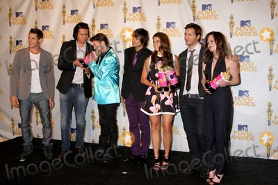 Chaske Spencer, Jackson Rathbone, Xavier Samuel, Elizabeth Reaser, Kiowa Gordon, Nikki Reed, Peter Facinelli Photo - (L-R) Xavier Samuel, Chaske Spencer, Jackson Rathbone, Kiowa Gordon, Nikki Reed, Peter Facinelli and Elizabeth Reaser pose in the press room with the Best Movie award for 'Twilight Saga: