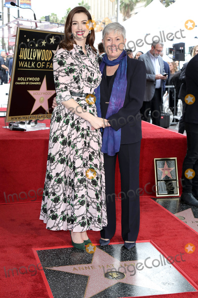 Anne Hathaway, Ann Hathaway Photo - LOS ANGELES - MAY 9:  Anne Hathaway,  Kate McCaule,  at the Anne Hathaway Star Ceremony on the Hollywood Walk of Fame on May 9, 2019 in Los Angeles, CA