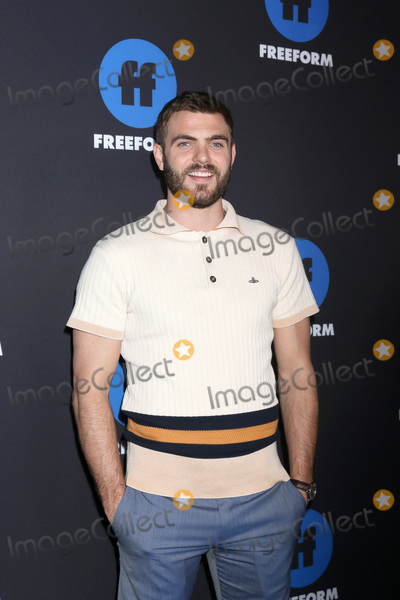 Alex Roe Photo - LOS ANGELES - JAN 18:  Alex Roe at the Freeform Summit 2018 at NeueHouse on January 18, 2018 in Los Angeles, CA