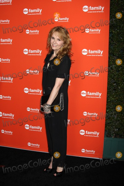Lea Thompson, Léna Jam-Panoï Photo - LOS ANGELES - MAY 1:  Lea Thompson arrives at the ABC Family West Coast Upfronts at The Sayers Club on May 1, 2012 in Los Angeles, CA
