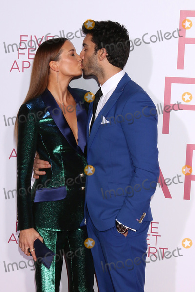"""Justin Baldoni, Emily Baldoni Photo - LOS ANGELES - MAR 7:  Emily Baldoni, Justin Baldoni at the """"Five Feet Apart"""" Premiere at the Bruin Theater on March 7, 2019 in Westwood, CA"""