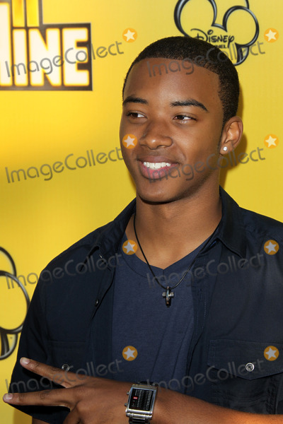 Algee Smith Photo - LOS ANGELES - JUN 5:  Algee Smith arriving at the Premiere Of Disney Channel's 