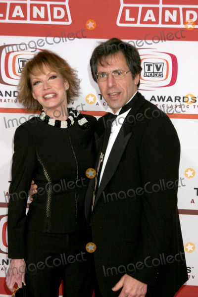 Mary Tyler Moore Photo - Mary Tyler Moore & husband