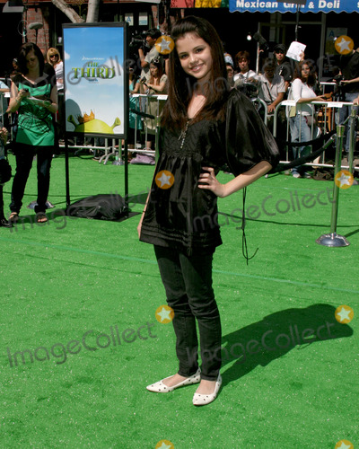 "Selena Gomez, Gomez Photo - Selena Gomez""Shrek the Third"" LA PremiereMann's Village TheaterWestwood, CAMay 6, 2007"