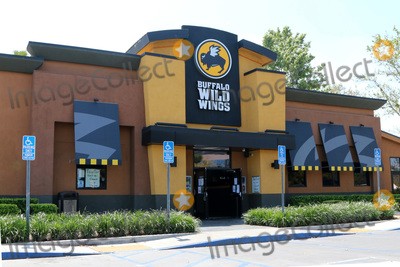 San Bernardino Photo - LOS ANGELES - APR 11:  Buffalo Wild Wings Resturant and Signage at the Businesses reacting to COVID-19 at the Hospitality Lane on April 11, 2020 in San Bernardino, CA