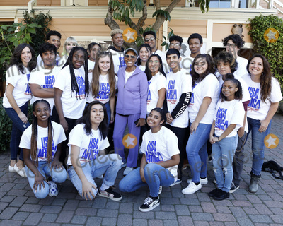 Dionne Warwick Photo - LOS ANGELES - JAN 28:  Dionne Warwick, Hollywood High School Choir at the 35th Anniversary of 'We Are The World' at the Henson Recording Studios on January 28, 2020 in Los Angeles, CA