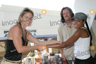 April O'Brien, Jennifer Gareis, Tichina Arnold Photo - Tichina Arnold getting a hand massage with hemp candle oilGBK Productions Emmy Gifting LoungeSofitel HotelAugust 24, 2006