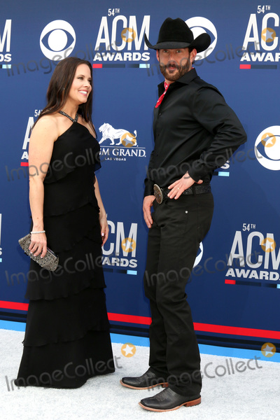Aaron Watson Photo - LAS VEGAS - APR 7:  Kim Watson, Aaron Watson at the 54th Academy of Country Music Awards at the MGM Grand Garden Arena on April 7, 2019 in Las Vegas, NV