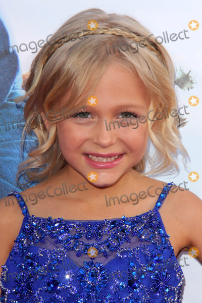 """Photo - LOS ANGELES - MAY 21:  Alyvia Alyn Lind at the """"Blended"""" Premiere at TCL Chinese Theater on May 21, 2014 in Los Angeles, CA"""