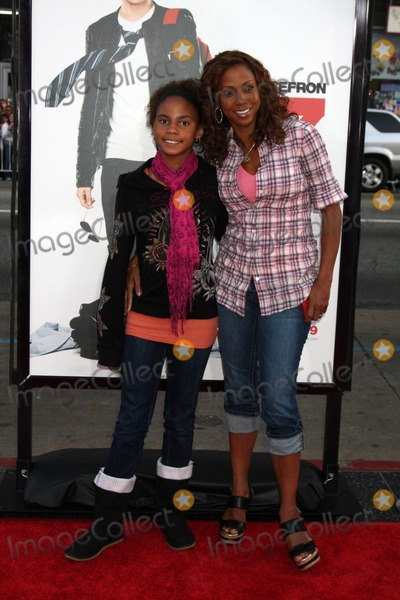 Holly Robinson Peete, Holly Robinson-Peete, Hollies, Holly Robinson-Peet, Holly Robinson, Robinson Peete Photo - Holly Robinson Peete & Daughter arriving at the 17 Again Premiere at Grauman's Chinese Theater in Los Angeles, CA on April 14, 2009