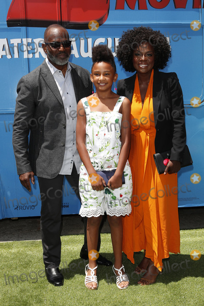 """Genesis, Viola Davis, Angry Bird, Angry Birds, Julius Tennon, Genesis Tennon Photo - LOS ANGELES - AUG 10:  Julius Tennon, Genesis Tennon, Viola Davis at the """"The Angry Birds Movie 2"""" at the Village Theater on August 10, 2019 in Westwood, CA"""