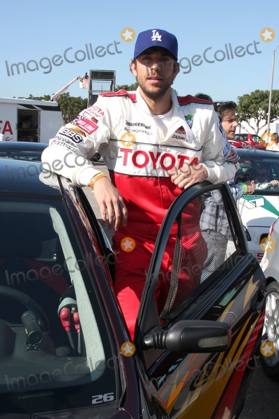 Zach Levi Photo - Zach Levi