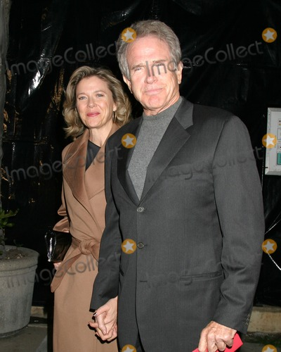 """Annette Bening, Warren Beatty Photo - Annette Bening & Warren Beatty""""A Fine Romance"""" To benefit the Motion Picture & Television FundLos Angeles, CANovember 18, 2006"""