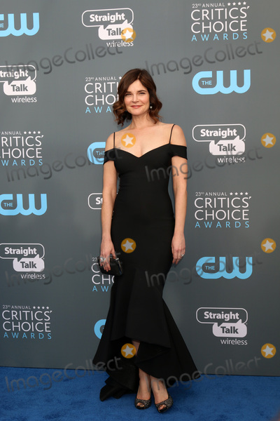 Betsy Brandt Photo - LOS ANGELES - JAN 11:  Betsy Brandt at the 23rd Annual Critics' Choice Awards at Barker Hanger on January 11, 2018 in Santa Monica, CA