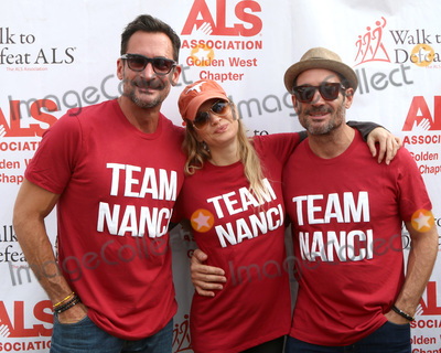 Renee Zellweger, Rene Zellweger, Lawrence Zarian, Gregory Zarian Photo - LOS ANGELES - OCT 16:  Lawrence Zarian, Renee Zellweger, Gregory Zarian at the ALS Association Golden West Chapter Los Angeles County Walk To Defeat ALS at the Exposition Park on October 16, 2016 in Los Angeles, CA