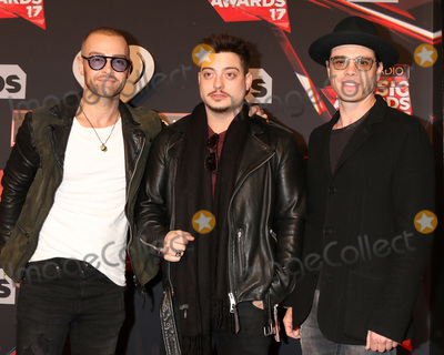 Andrew Lawrence, Joey Lawrence, Matthew Lawrence Photo - LOS ANGELES - MAR 5:  Joey Lawrence, Andrew Lawrence, Matthew Lawrence at the 2017 iHeart Music Awards at Forum on March 5, 2017 in Los Angeles, CA