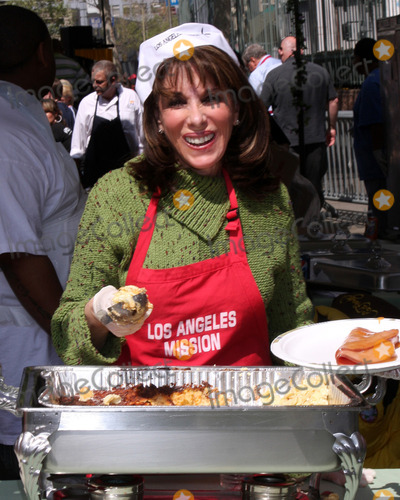 Kate Linder Photo - Kate Linderat the 2010 LA Mission Easter Dinner EventLos Angeles MissionLos Angeles, CAApril 2, 2010
