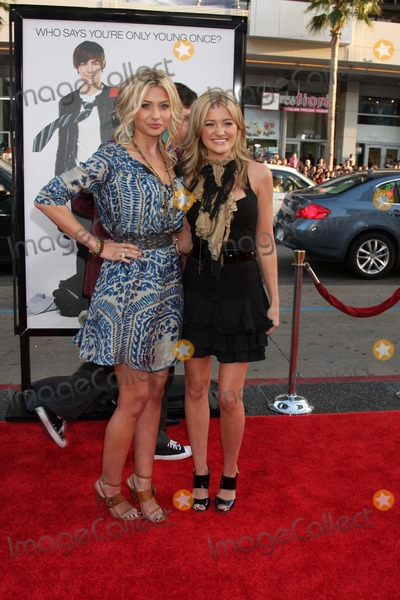 Aly & AJ, Alyson Michalka, Amanda Michalka, Aly and AJ, ALY, AJ, Ali Farka Touré Photo - Aly & AJ , aka Alyson Michalka & Amanda Michalka  arriving at the 17 Again Premiere at Grauman's Chinese Theater in Los Angeles, CA on April 14, 2009