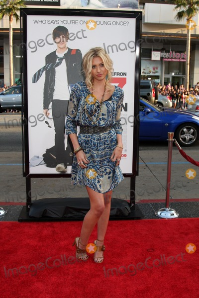 Alyson Michalka Photo - Alyson Michalka  arriving at the 17 Again Premiere at Grauman's Chinese Theater in Los Angeles, CA on April 14, 2009
